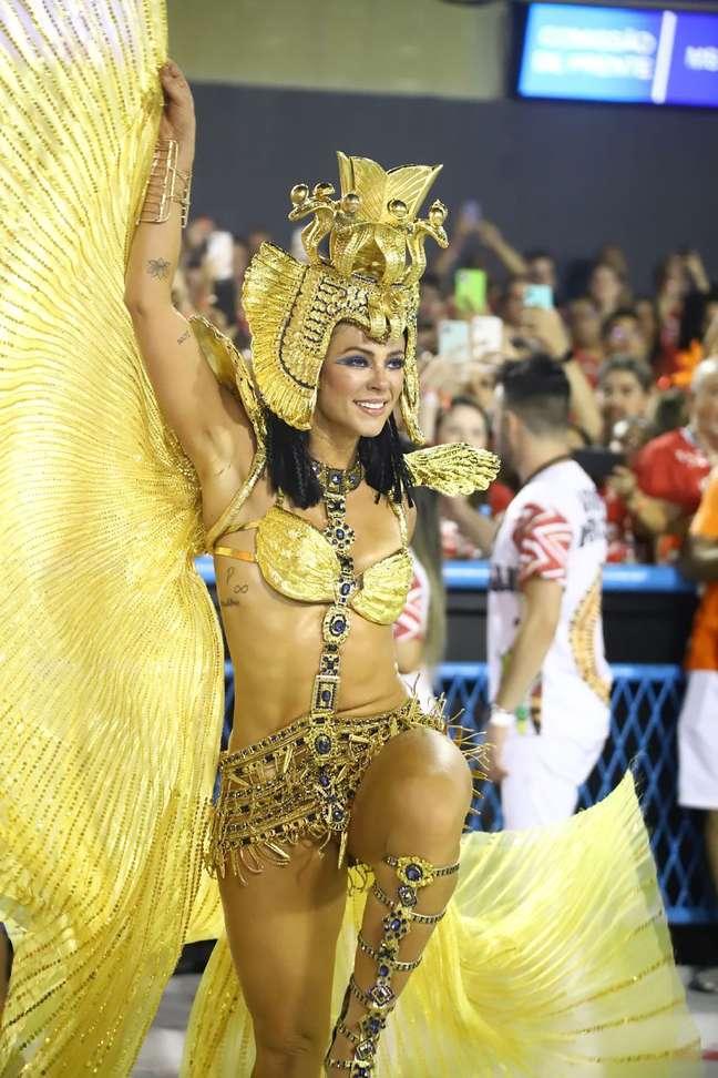 Paolla Oliveira representou Cleópatra como rainha de bateria da Grande Rio.
