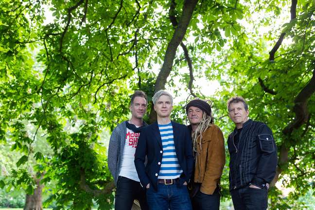 Nada Surf lança novo disco após 4 anos.