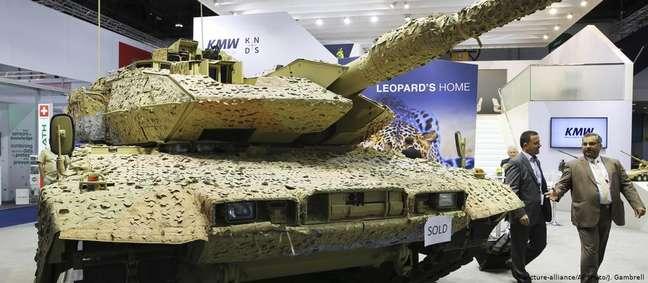 Tanque alemão Leopard em feira de armamentos: Alemanha mantém quarto lugar entre maiores exportadores de armas