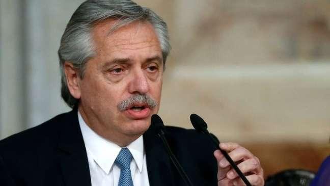Presidente da Argentina, Alberto Fernández, anunciou proibição de voos em pronunciamento à nação