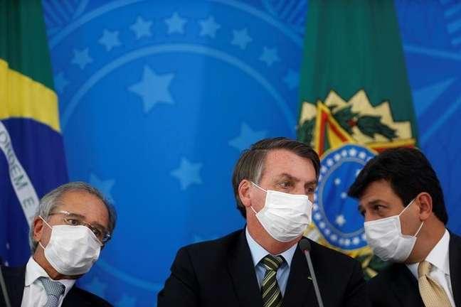 Presidente Jair Bolsonaro, ministro Paulo Guedes e ministro Mandetta 18/03/2020 REUTERS/Adriano Machado