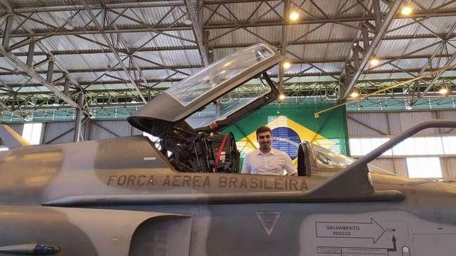 Jovem passou duas semanas em base aérea de Anápolis, em Goiás
