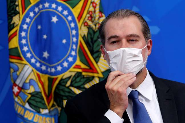 Ministro Dias Toffoli utiliza máscara para se proteger do novo coronavírus