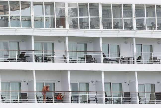 Passageiros em navio de cruzeiro atracado em Recife 13/03/2020 REUTERS/Hesiodo Goes
