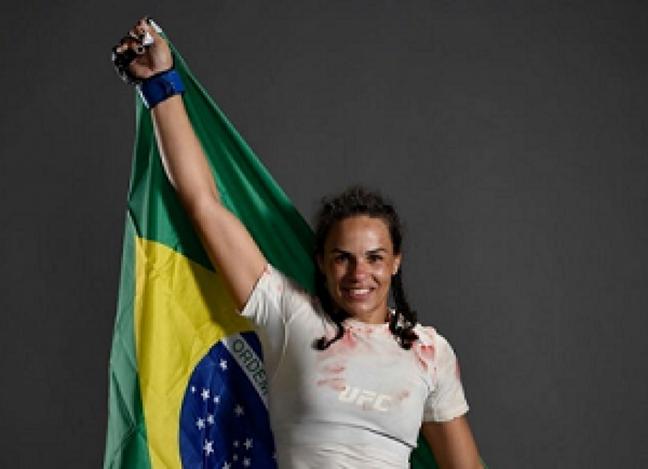 Talita Bernardo foi uma das atletas dispensadas pelo Ultimate (Foto: Reprodução/Instagram)