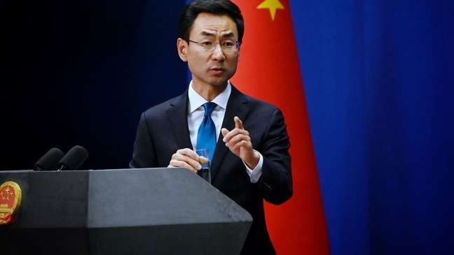 Geng criticou a postura americana