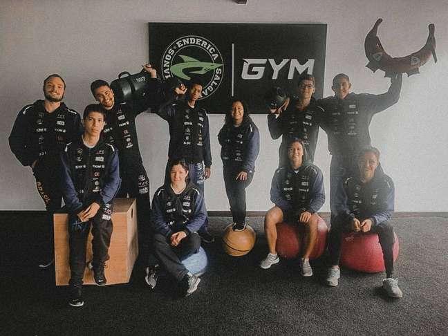 Delegação brasileira durante treino em academia na cidade de Cuenca.