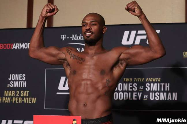 Jon Jones é campeão do UFC - (Foto: MMA Junkie)