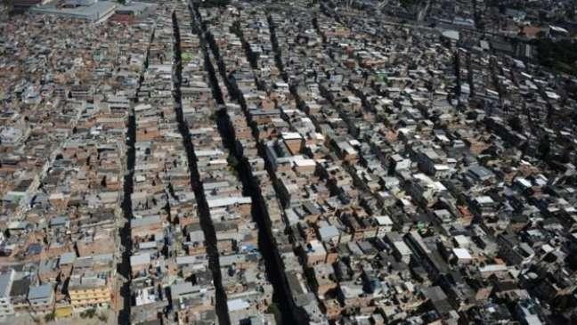 O Brasil tem 13,6 milhões de pessoas morando em favelas, segundo os institutos Data Favela e Locomotiva. Algumas delas são mais populosas do que municípios inteiros