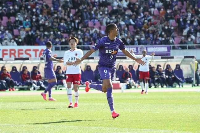 Douglas Vieira teve bom início na atual temporada do Campeonato Japonês (Divulgação)