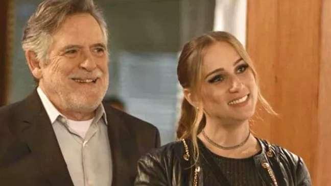 Otávio (José de Abreu) e Sabrina (Carol Garcia) divertiram o público da Globo com sua relação baseada em dinheiro, luxo e sexo
