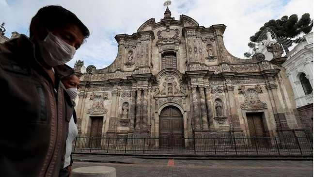 Sistema funerário entrou em colapso no Equador diante do coronavírus