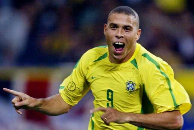 Globo vai exibir no Domingo de Páscoa a final entre Brasil e Alemanha, na Copa de 2002 (Foto: AFP PHOTO)