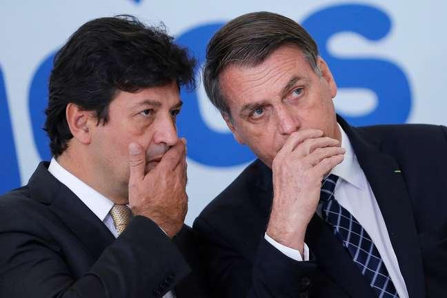 Bolsonaro e Mandetta em cerimônia no Planato no ano passado 01/08/2019 REUTERS/Adriano Machado