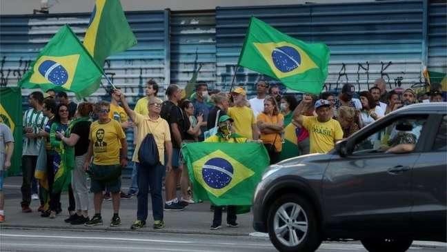 Alguns apoiadores de Bolsonaro protestaram contra quarentenas impostas por autoridades locais