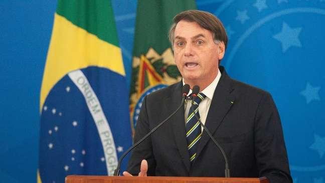 O presidente do Brasil, Jair Bolsonaro, foi alvo de protestos com paneladas depois de frases polêmica sobre a covid-19