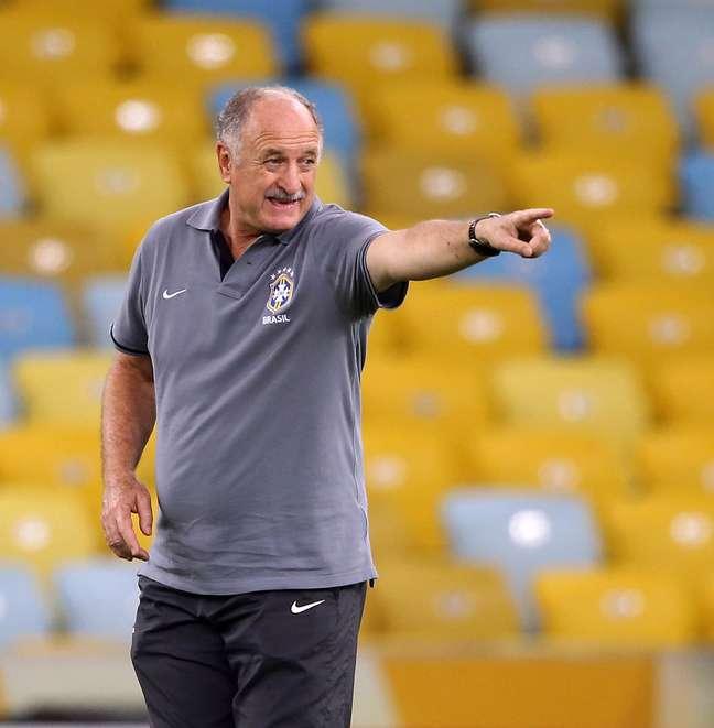 Luiz Felipe Scolari orienta a seleção brasileira