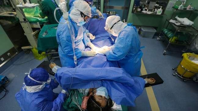 Médicos e enfermeiros são frequentemente expostos a condições em que podem ser infectados