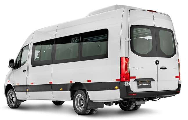 A van da Mercedes-Benz tem capacidade para transportar 19 passageiros.