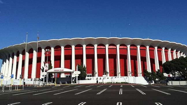 Los Angeles Clippers concretizou a compra do Forum de Inglewood