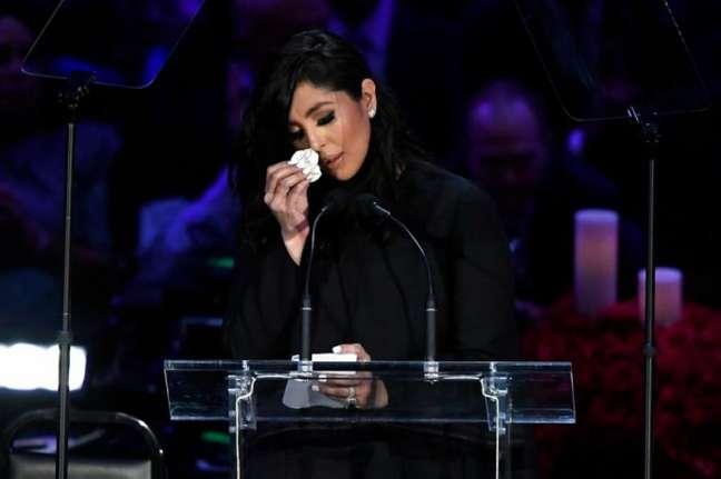 Vanessa Bryant se emocionou durante discurso no memorial de Kobe Bryant, em fevereiro deste ano, no Staples Center, em Los Angeles (Foto: AFP)