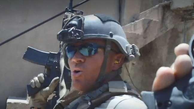 Um vídeo promocional da Silvercorp apresenta Goudreau em várias tarefas de segurança