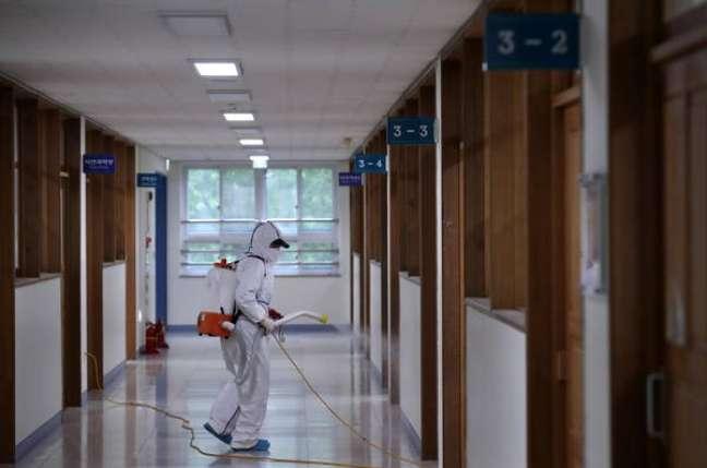 Escolas sul-coreanas permanecerão fechadas após nova onda de casos do novo coronavírus