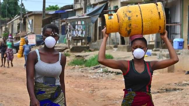 A OMS alerta que o coronavírus pode matar cerca de 190 mil pessoas na África nos próximos 12 meses