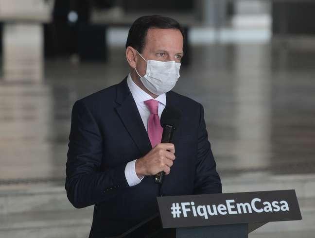 Governador João Doria utiliza máscara durante coletiva em São Paulo
