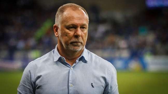 Mano Menezes assume o trabalho após quatro meses sem clube. O último trabalho do brasileiro foi comandando o Bahia (Vinicius Silva/Cruzeiro)