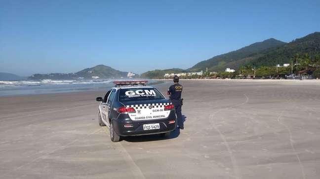 Viatura da Guarda Municipal em praia de Ubatuba.