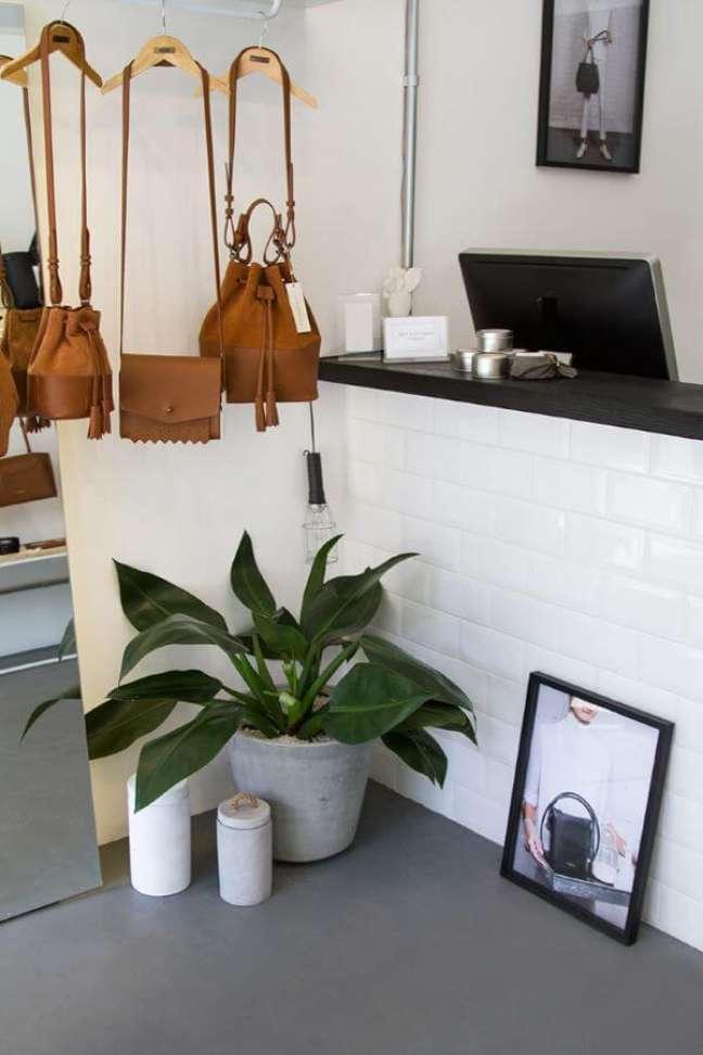 29. Vaso pacová no quarto moderno – Via: Pinterest