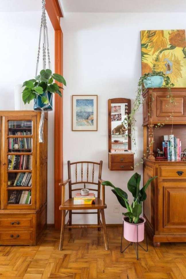 4. Vaso pacová com móveis de madeira – Via: Pinterest
