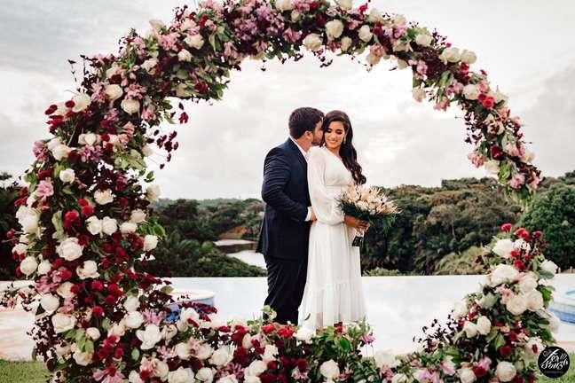 Renata e Nicholas decidiram se casar mesmo durante a pandemia, mas usaram a criatividade para garantir a cerimônia sem comprometer a saúde dos presentes