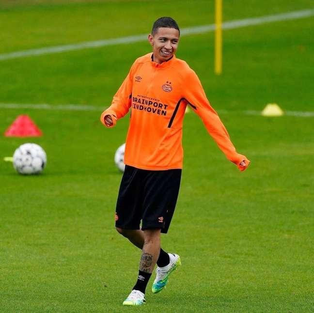 Mauro Júnior voltou ao PSV após temporada emprestado (Foto: Divulgação/PSV)