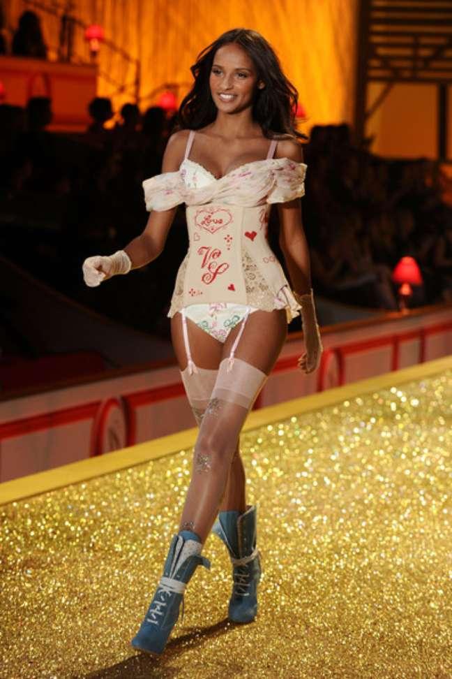 Gracie carvalho, no desfile da Victoria's Secret em 2010 (Foto: Divulgação)