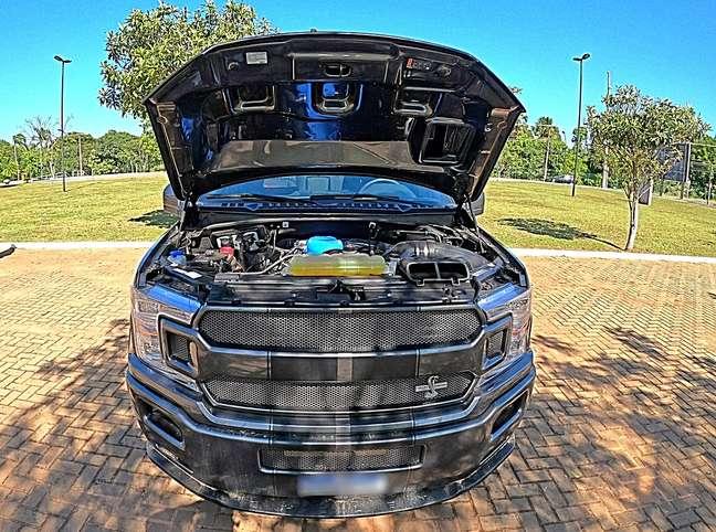 motor 5.0 com turbo supercharged tem 765 cv e um torque brutal de 867 Nm.