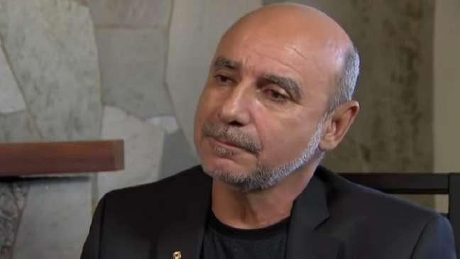 Mandado de prisão diz que Queiroz foi detido por atrapalhar investigação
