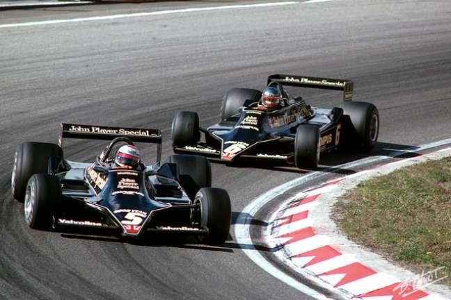 Os carros-asa de Mario Andretti e Ronnie Peterson.