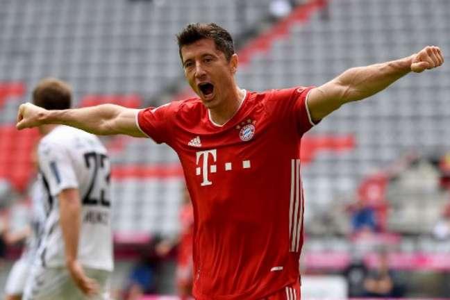 Lewandowski chegou a 33 gols no Campeonato Alemão (SVEN HOPPE / POOL / AFP)