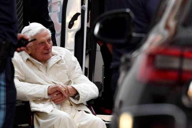 Joseph Ratzinger, de 93 anos, deixou a Itália pela primeira vez desde 2013