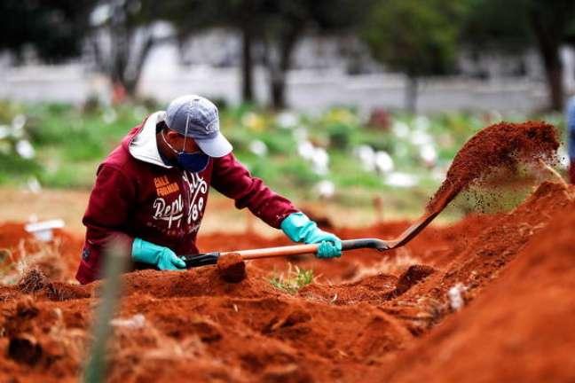 Brasil ultrapassa marca dos 51 mil mortos por coronavírus