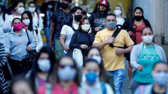 Pandemia parece dar sinais de alívio nas capitais, mas avança no interior