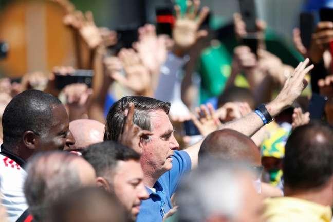 Presidente Jair  Bolsonaro em meio a apoiadores durante manifestação em Brasília 31/05/2020 REUTERS/Ueslei Marcelino