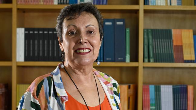 'Quanto mais velho, mais preconceito', diz Ana Amélia Camarano, do Ipea, sobre discriminação contra trabalhadores idosos.