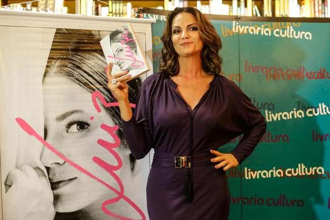 """A atriz e modelo Luiza Brunet durante o lançamento do seu livro """"Luiza Brunet"""", na Livraria Cultura, no Conjunto Nacional, em São Paulo (SP)"""