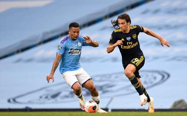 Arsenal decepciona no retorno do Campeonato Inglês (Foto: PETER POWELL/AFP)