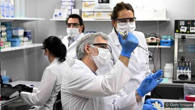 Mais de 300 estudos descobriram anormalidades neurológicas em pacientes com covid-19