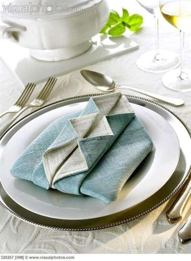 11. Decoração de mesa de jantar com guardanapo de papel – Via: Pinterest