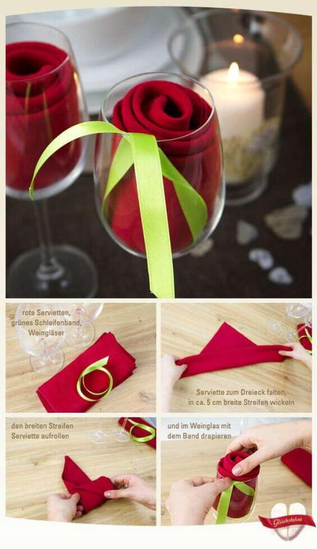 15. Tutorial de como dobrar guardanapo de pano no copo – Via: Pinterest
